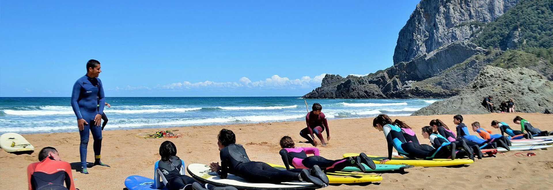 Surfeja l'Atlàntic per Setmana Santa. Surf Camp País Basc.