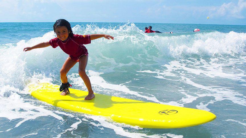 Los beneficios del surf en niños y niñas